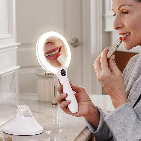 handheld-lighted-magnifying-mirror